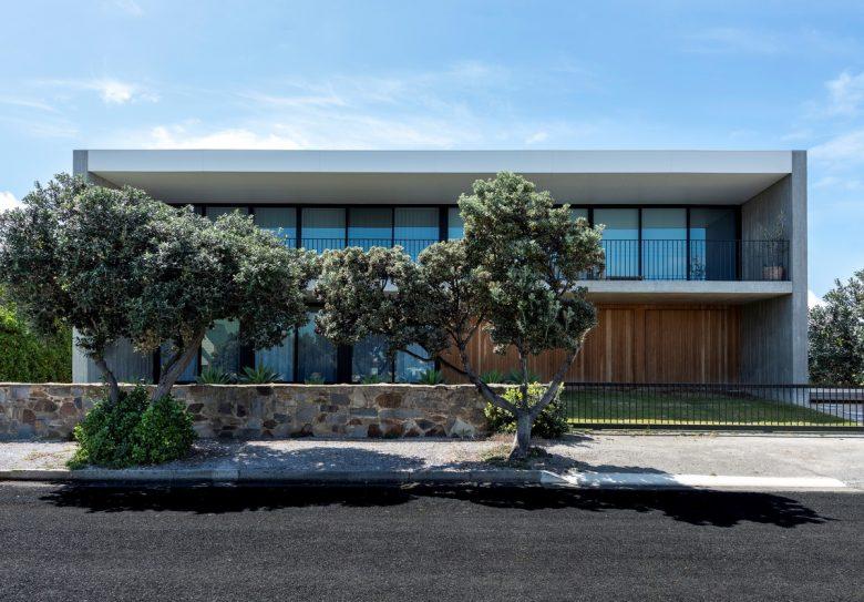 PR House   Design: Architects Ink   Images: Rachel Winton and Sam Noonan   Builtworks.com.au