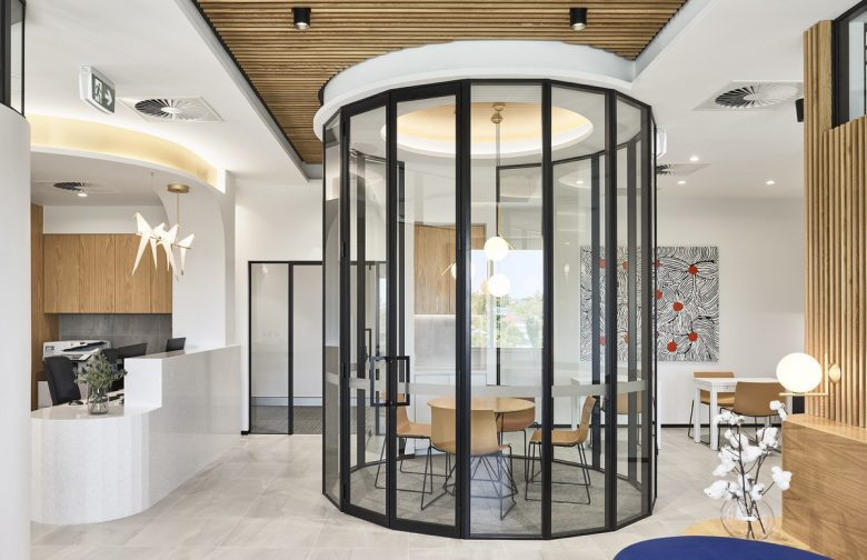Queensland Orthopaedic Clinic | Design: Alexandra Buchanan Architecture | Images: Toby Scott | Builtworks.com.au